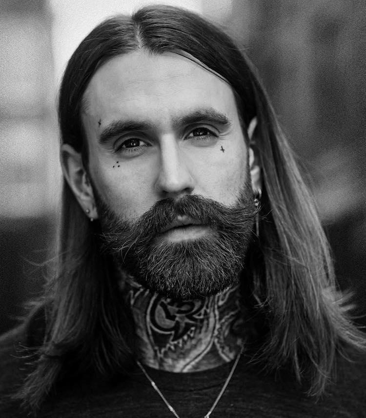 cheveux long homme cheveux lisses barbe moustache
