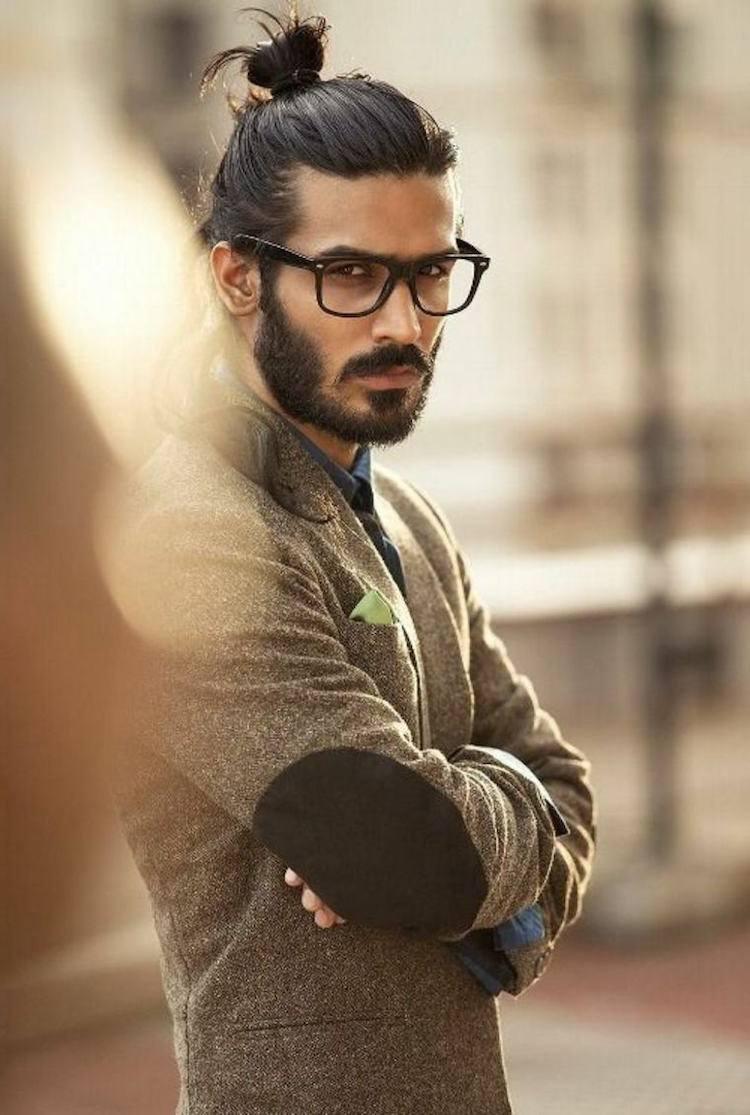 cheveux long homme man bun barbe lunettes homme