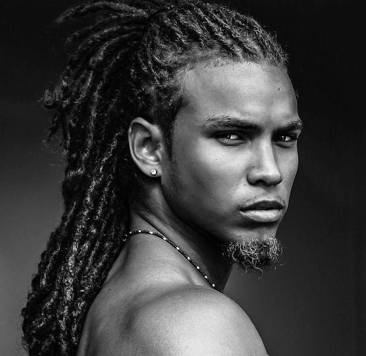 coiffure homme cheveux afro longs dreadlocks petite barbe