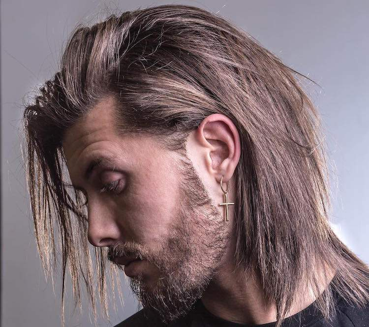 cheveux long homme barbe taillee