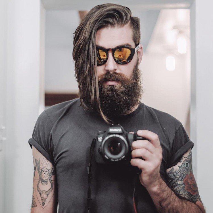 coupe undercut homme cheveux longs barbe epaisse