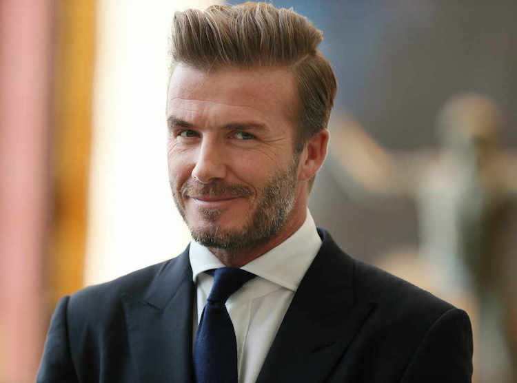 coiffure David Beckham comb over barbe trois jours