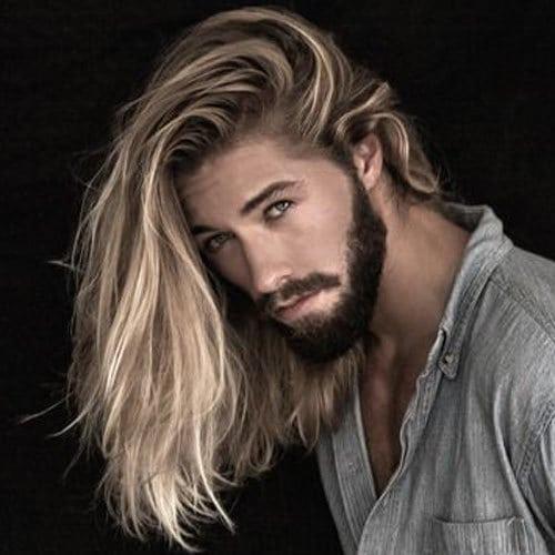 Coupe hipster homme pour cheveux longs en désordre