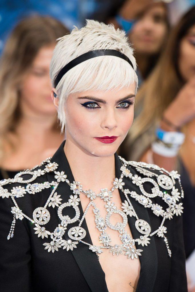 coiffure tres courte 2020 - Cara Delevigne