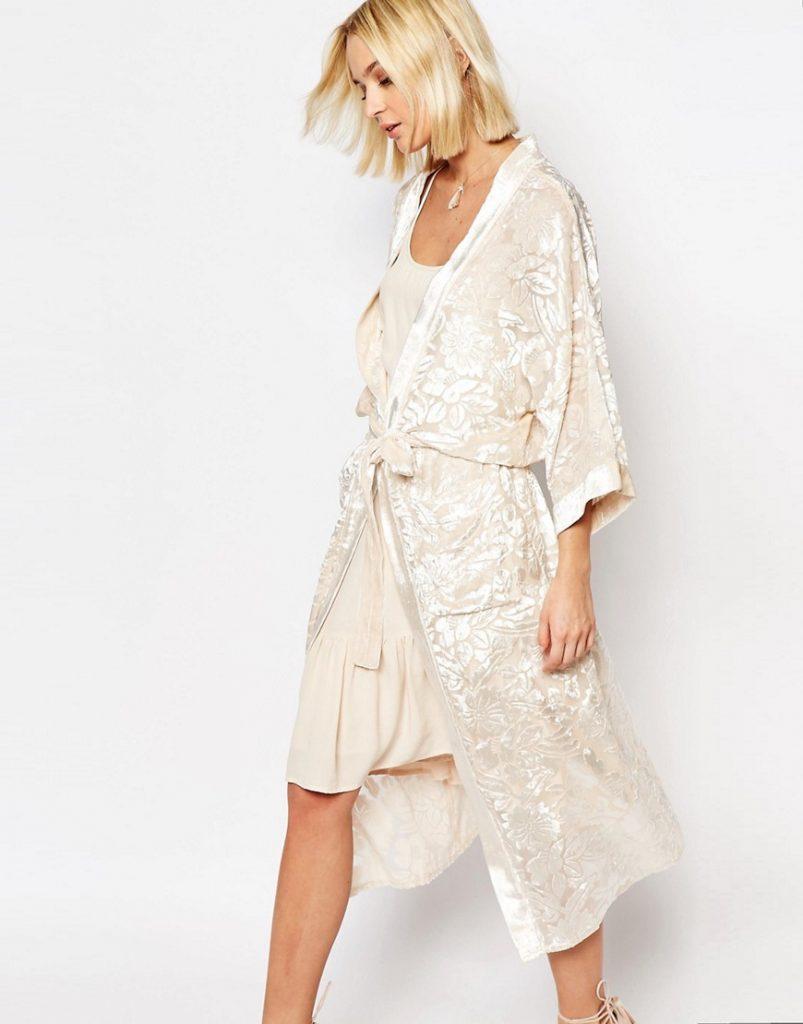 Modele Robe Kimono blanche tendance de la saison 2020