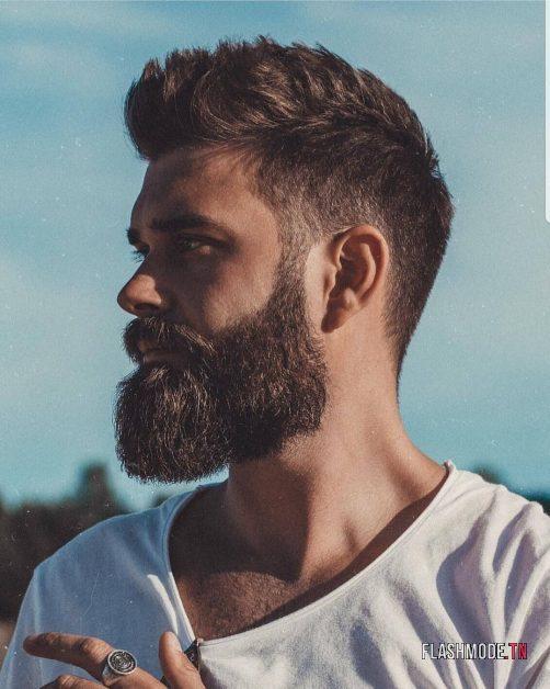 Barbe avec cheveux courts à mi-longs