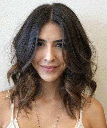 coiffures avec des ondulations droites