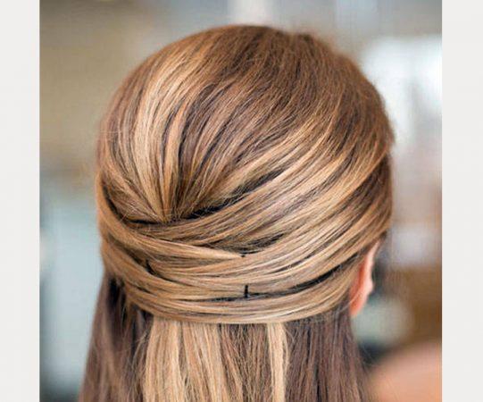 coiffures croisées cheveux mi-queue cheveux courts