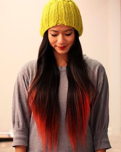 Cheveux longs et mèches californiennes rouges