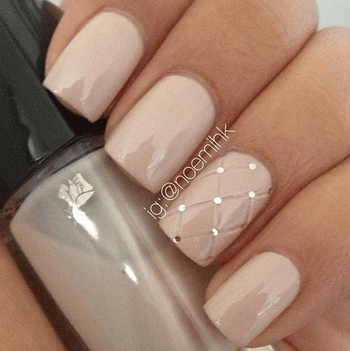 Design sophistiqué des ongles courts en beige