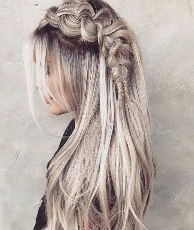 Superbe tresse latérale blonde platine