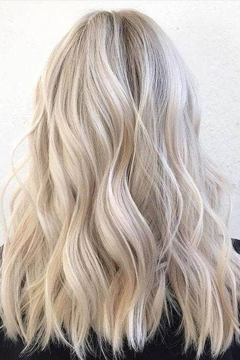 Ondes de cendres d'un blond pâle