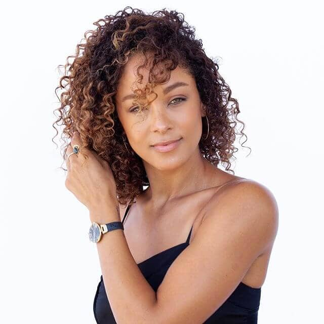 Mode en vedette Fresh Forced Curls