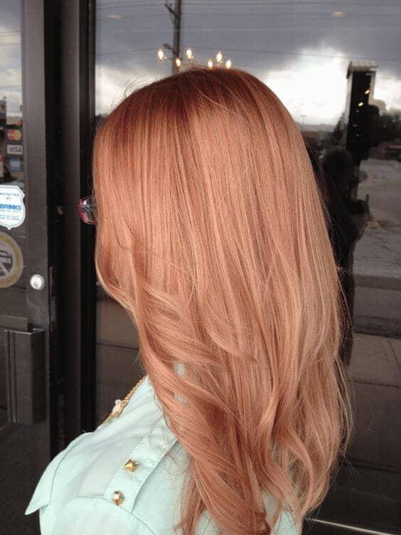Ombre douce et subtile de couleur blonde à la fraise