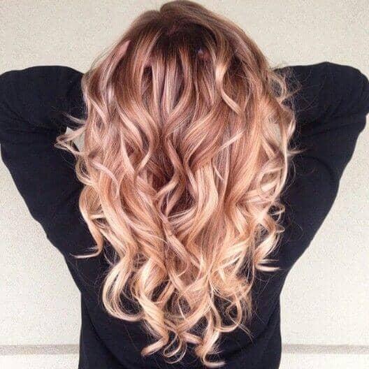 Une couleur unique de fraise et de cheveux violets
