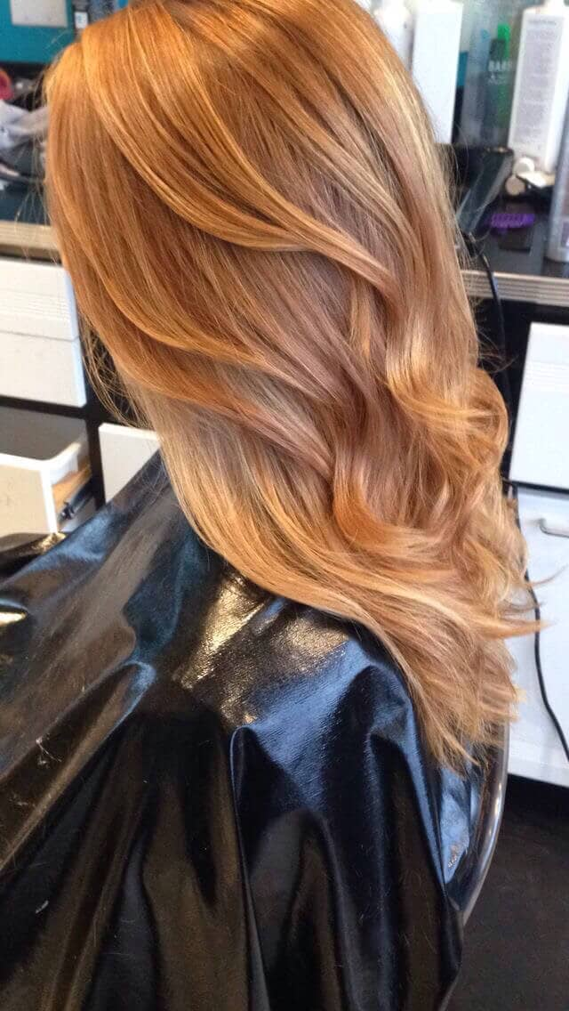Couleur blonde fraise teintée de miel