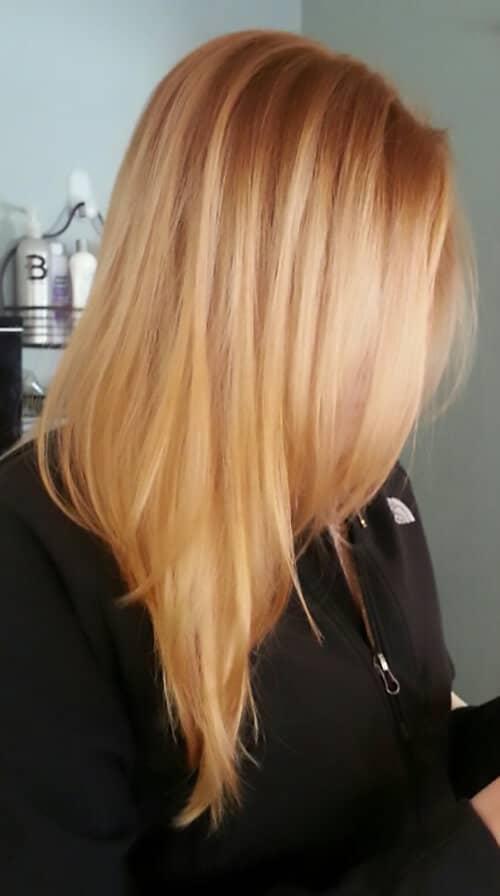 Rouge clair avec des accents blonds