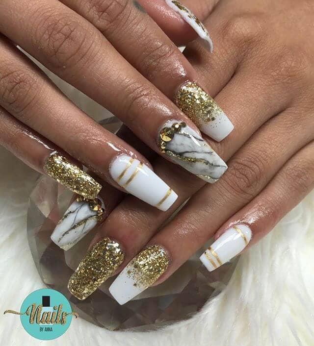 Ombre à paillettes blanches et dorées Nail Art