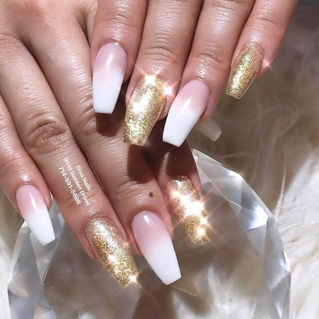 Un beau et brillant design d'ongles