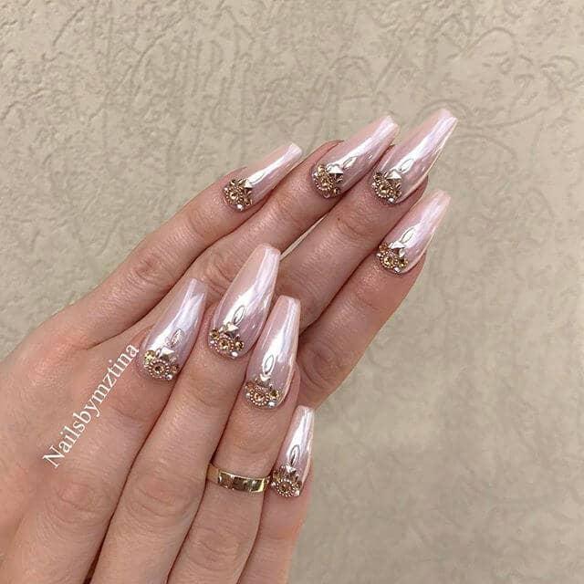 Des ongles nus parfaits pour toute princesse