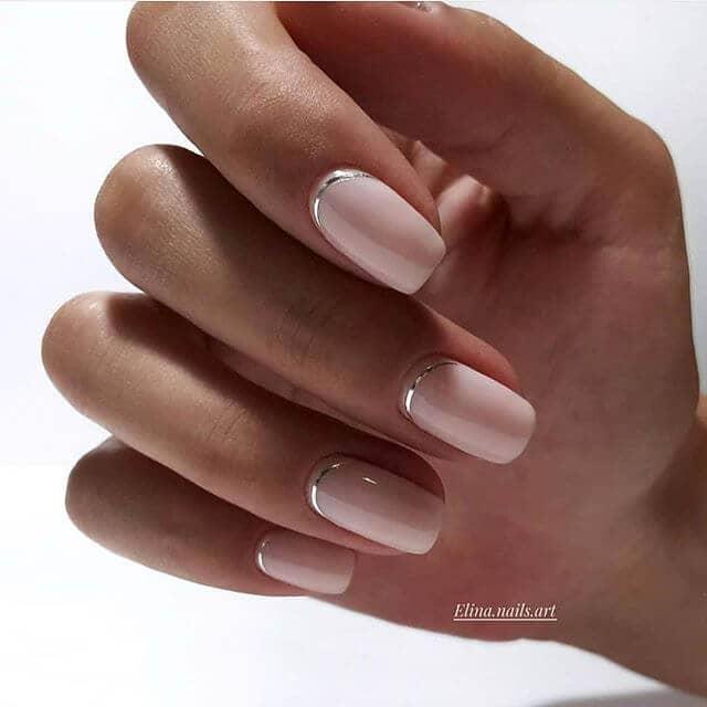 Douceur et douceur Jolis ongles argentés