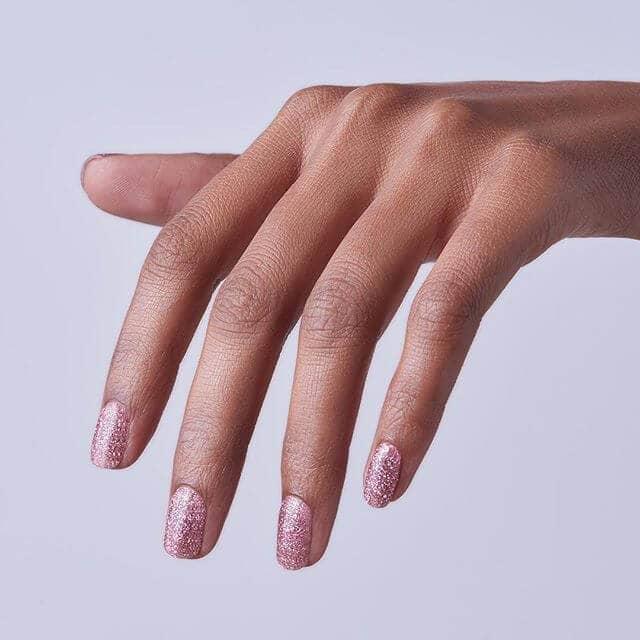 Les meilleures idées de design d'ongles en rose pailletée