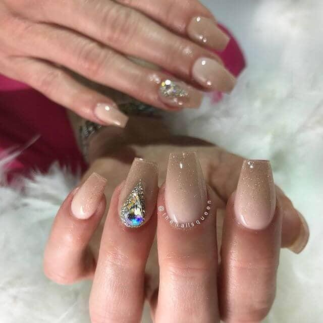 Tranquillement glamour avec un soupçon de paillettes Mignons ongles