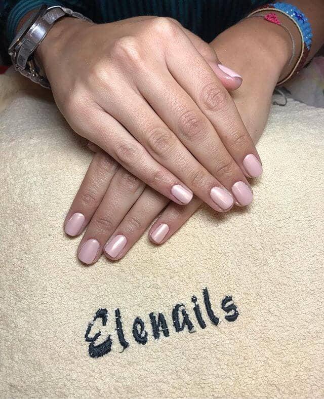 Des ongles roses doux et délicats pour des idées d'ongles mignons