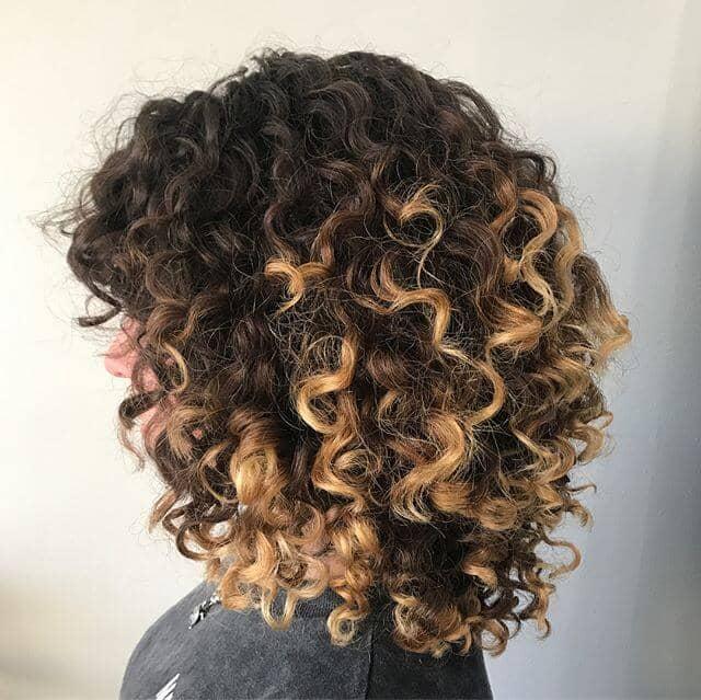 Les points forts de la Pintura pour les cheveux bouclés naturels