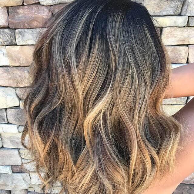 Un blond caramel dans les cheveux bruns