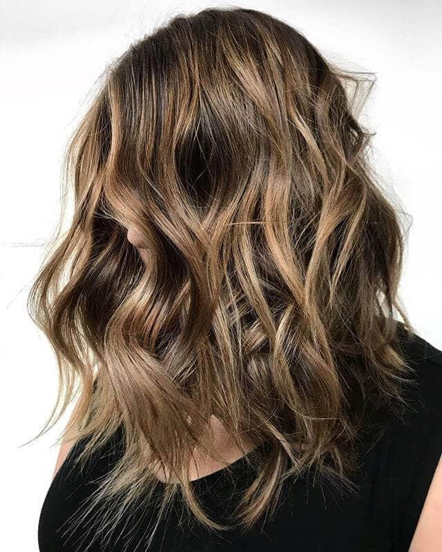 Idée de coiffure longue Bob désordonnée et texturée