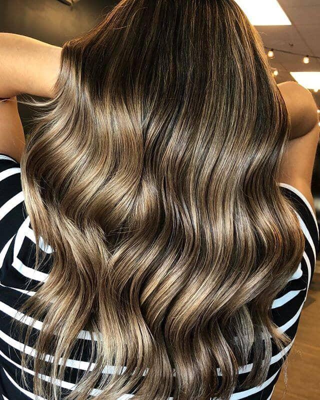 Coiffure lumineuse pour cheveux bruns