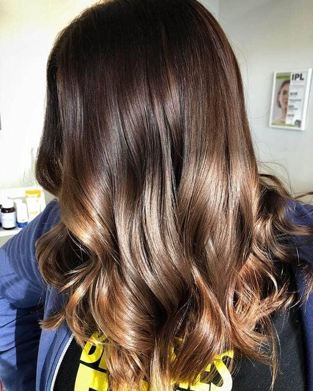 Montrez votre brillance avec une coiffure facile et mignonne