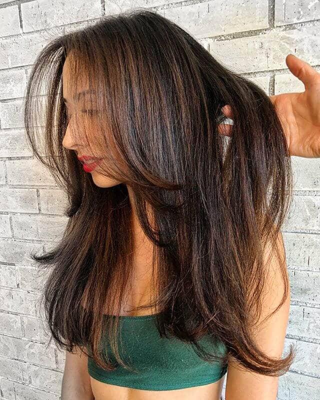 Des cheveux légers, doux et faciles à toucher avec des bouts effilés