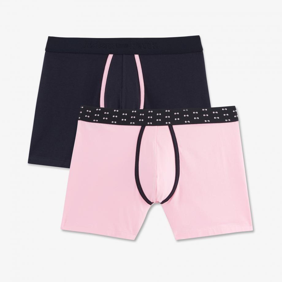 Actualisez votre tiroir de sous-vêtements avec ce pack composé de 2 boxers de couleurs différentes présentant des finitions contrastées. Confectionnés en jersey de coton stretch, ces modèles ultra doux et confortables vous permettront de changer de style au gré de vos envies. Cet été, avancez stylé !