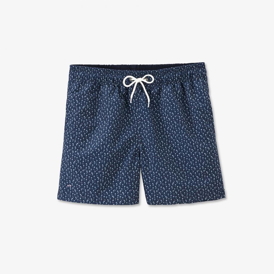 Un imprimé tropical exclusif habille ce short de bain tendance conçu en tissu léger. Ce nouvel essentiel possède deux poches latérales, une poche plaquée au dos et une ceinture élastiquée réglable. Pour plus de confort, une doublure en filet équipe son style branché pensé pour les journées d'été.