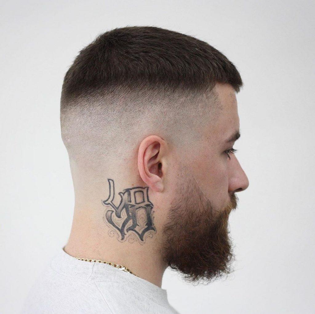 Coupe de cheveux homme court tendance 2021 -  Short Skin Fade Haircut