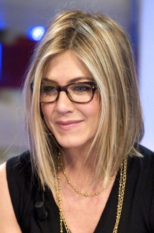 coiffure encadrement de visage pour femme 50 ans