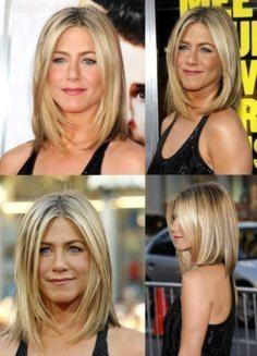 Idées coiffure encadrement de visage pour femme 50 ans avec cheveux blonds