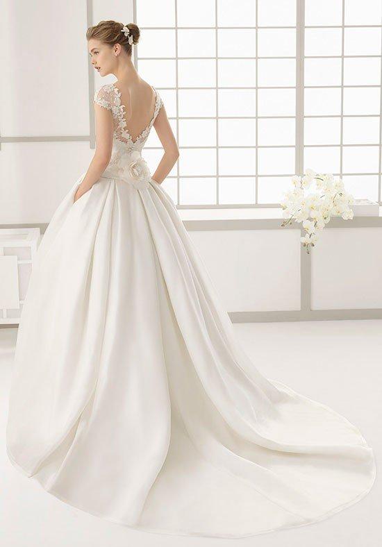 photo de robes de mariée: dos nu luxuriant
