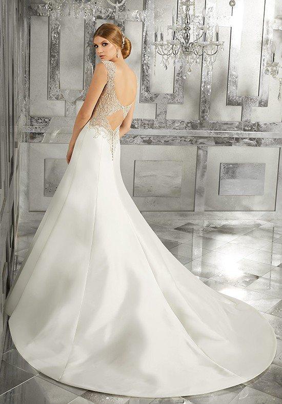 photo de robes de mariée : avec un dos nu avec une traîne