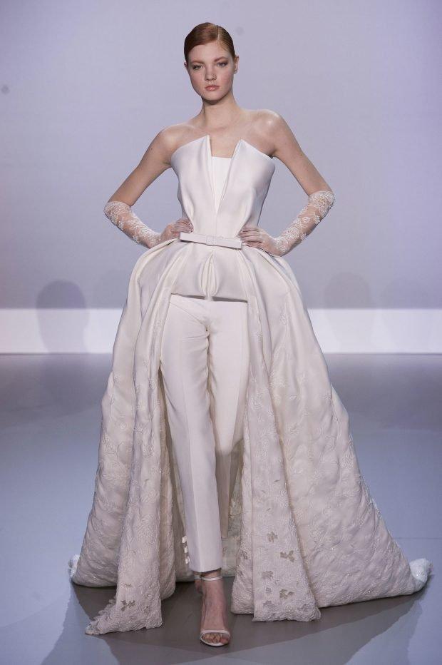 photo de robes de mariée : sertie d'une traîne